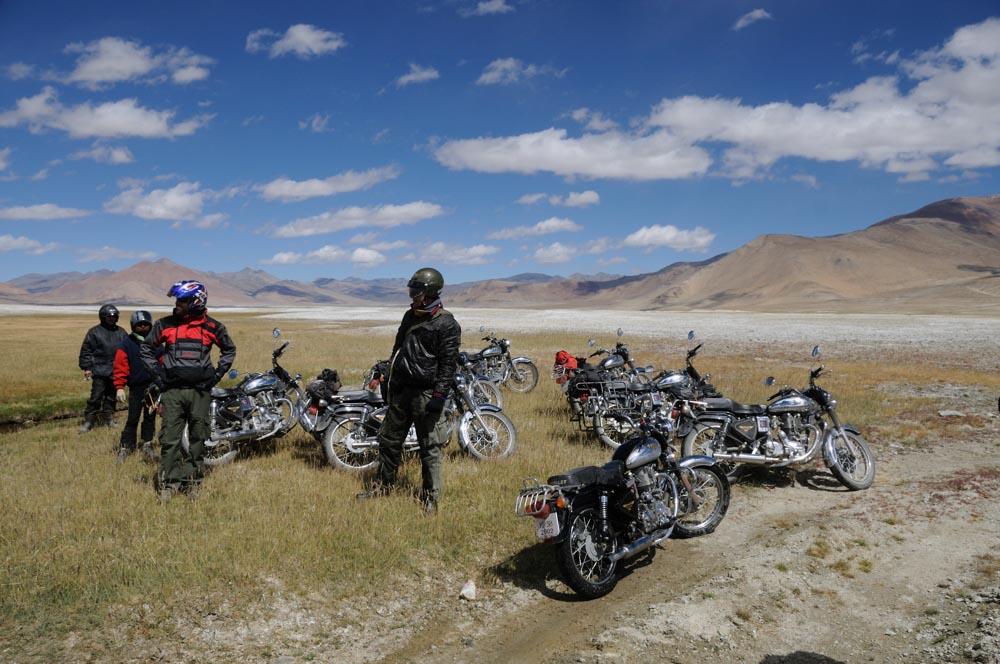 Road trip moto au lac Tsokar, Ladakh, Inde, Himalaya en Royal Enfield