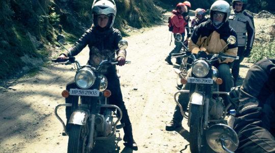 Royal Enfield vers le col de Jalori, Kinnaur - Voyage moto du Kinnaur au Spiti, Himachal pradesh, Inde, Himalaya