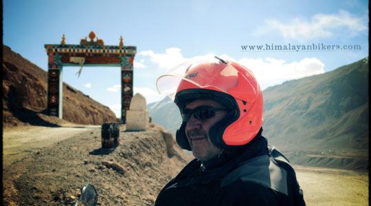 Motard sur les route du Spiti - Voyage moto du Kinnaur au Spiti, Himachal pradesh, Inde, Himalaya