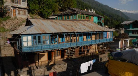 Maison traditionnelle à Manali - Voyage moto du Kinnaur au Spiti, Himachal pradesh, Inde, Himalaya