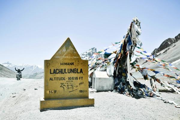 Col de Lachunglung La sur la route de Manali à Leh en Royal Enfield - Voyage moto au coeur du Ladakh, Inde, Himalaya