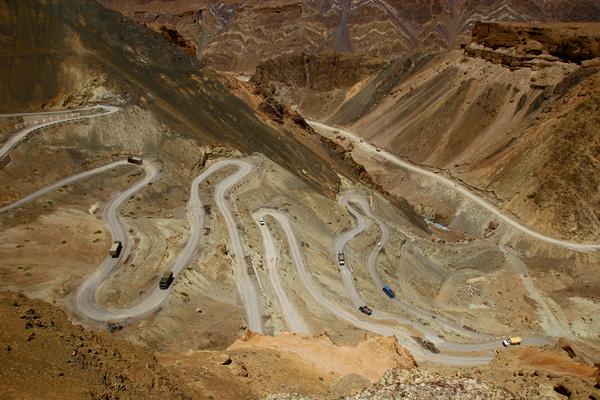 Lacet de Jalebi, ancienne route de Lamayuru - Voyage à moto Transhimalayenne et Ladakh, Inde, Himalaya
