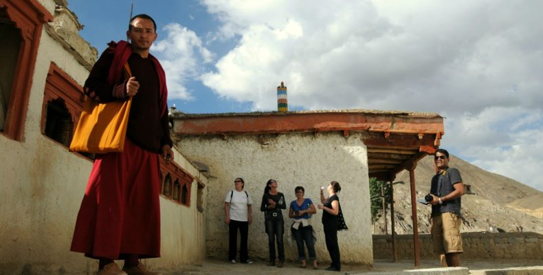 Moine au monastère de Lamayuru - Voyage moto au coeur du Ladakh, Inde, Himalaya