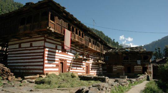 Maison traditionnelle à Manali - Voyage à moto Transhimalayenne et Ladakh, Inde, Himalaya