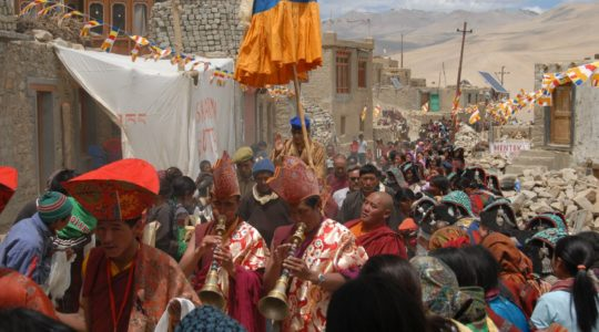 Visite d'un Rinpoche au lac Tsomoriri - Voyage à moto Transhimalayenne et Ladakh, Inde, Himalaya