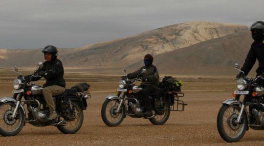 Royal enfield sur la route de Manali à Leh - Voyage à moto Transhimalayenne et Ladakh, Inde, Himalaya