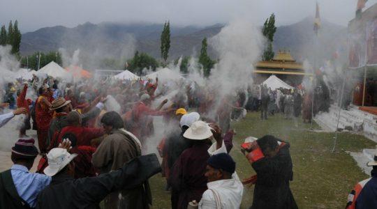 Fête pour l'anniversaire du Dalaïlama à Choglamasar - Voyage à moto Transhimalayenne et Ladakh, Inde, Himalaya