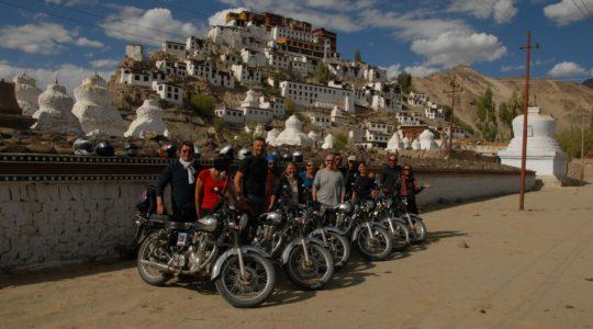 Royal enfield au monastère de Tiksey - Voyage à moto Transhimalayenne et Ladakh, Inde, Himalaya