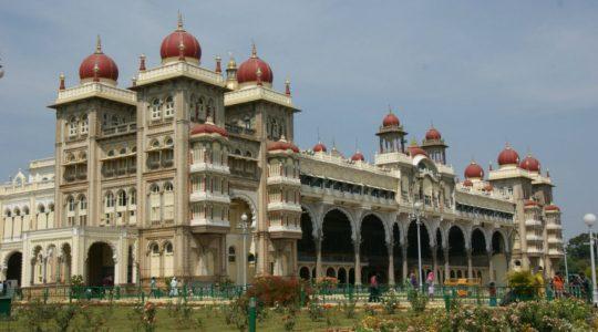 road-trip-moto-voyage-inde-sud-royal-enfield-kerala-karnataka-tamil-nadu-palais-mysore