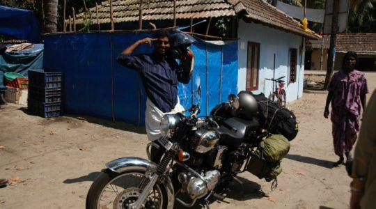 road-trip-moto-voyage-inde-sud-royal-enfield-kerala-karnataka-tamil-nadu-village-pecheur