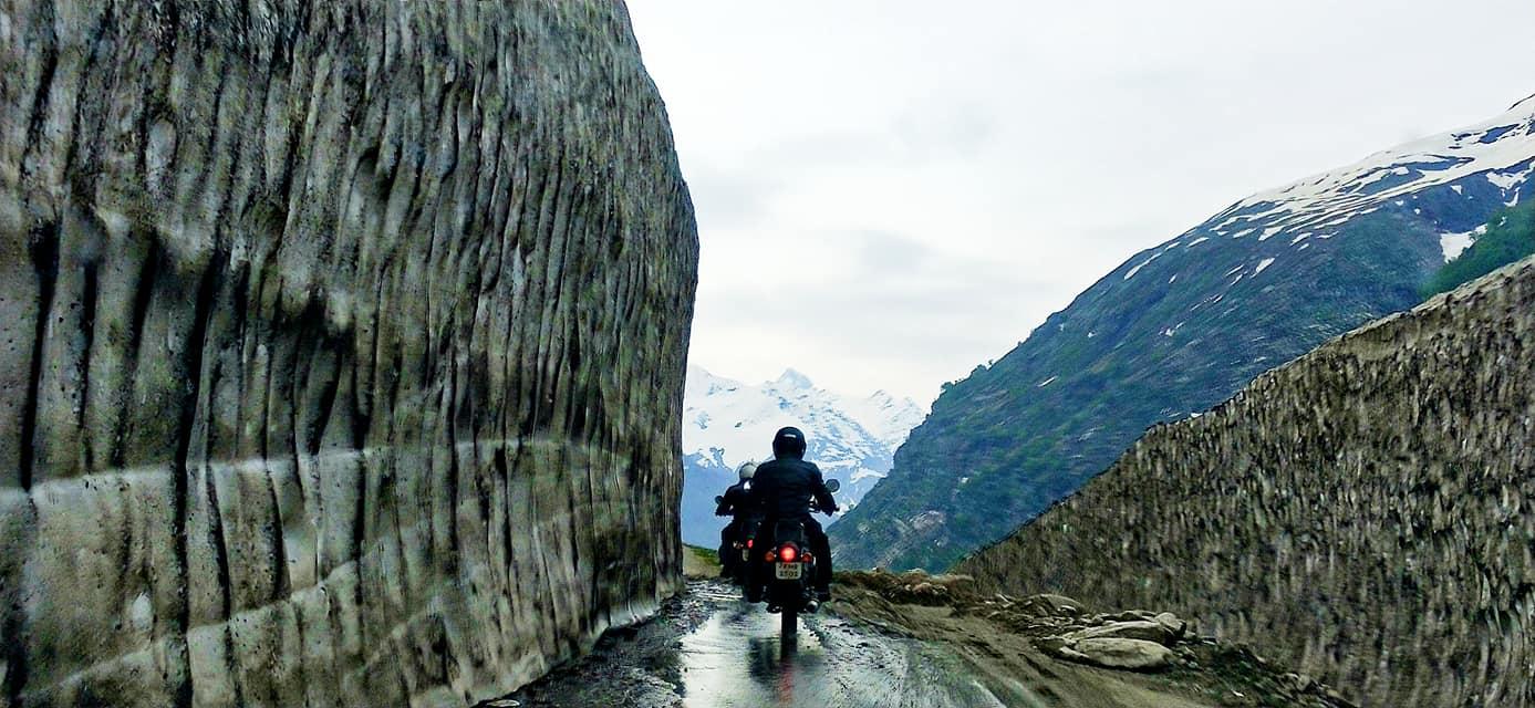 Mur de neige Rohtang pass - Road trip moto Transhimalayenne - Inde Ladakh